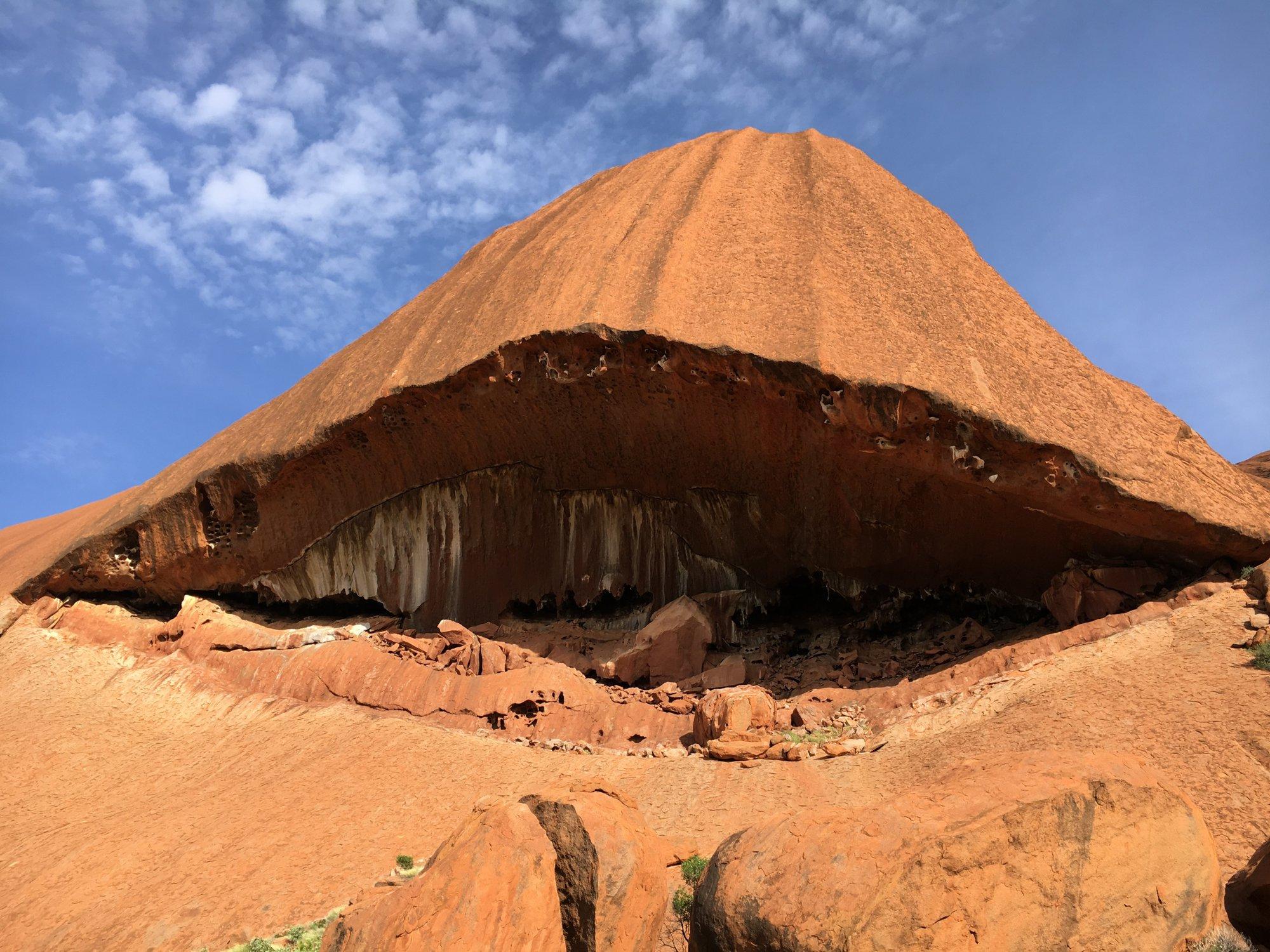 každá část Uluru je pro Aborigince něčím posvátná