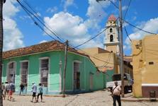 v ulicích Trinidadu, v pozadí Covento San Franciso de Asís