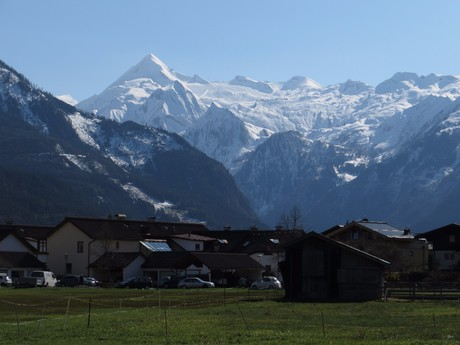 pohled na Kaprun a Kitzsteinhorn