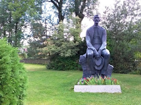 Martin Kukučin's statue