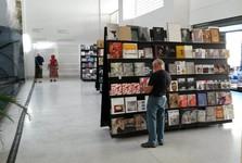 prodejna knih a suvenýrů