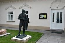 evangelická fara – socha L. Štúra