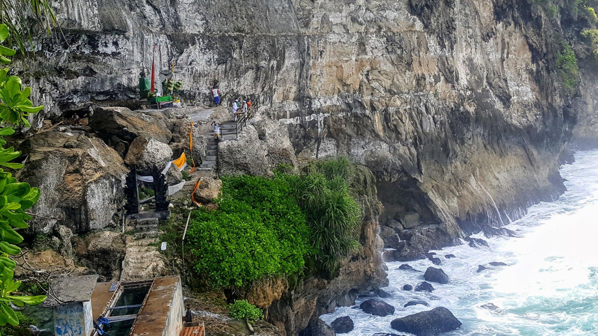 Нуса Пенида - храм возле водопада Пегуянган