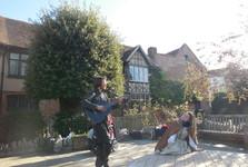 představení před Shakespearovým domem