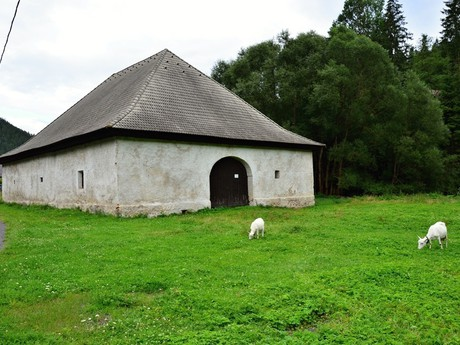Malužiná - Halas (horse swapping station)