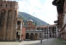 Rilský kláštor s kostolom a vežou