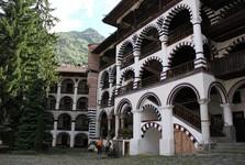 Rilský kláštor, nádvorie