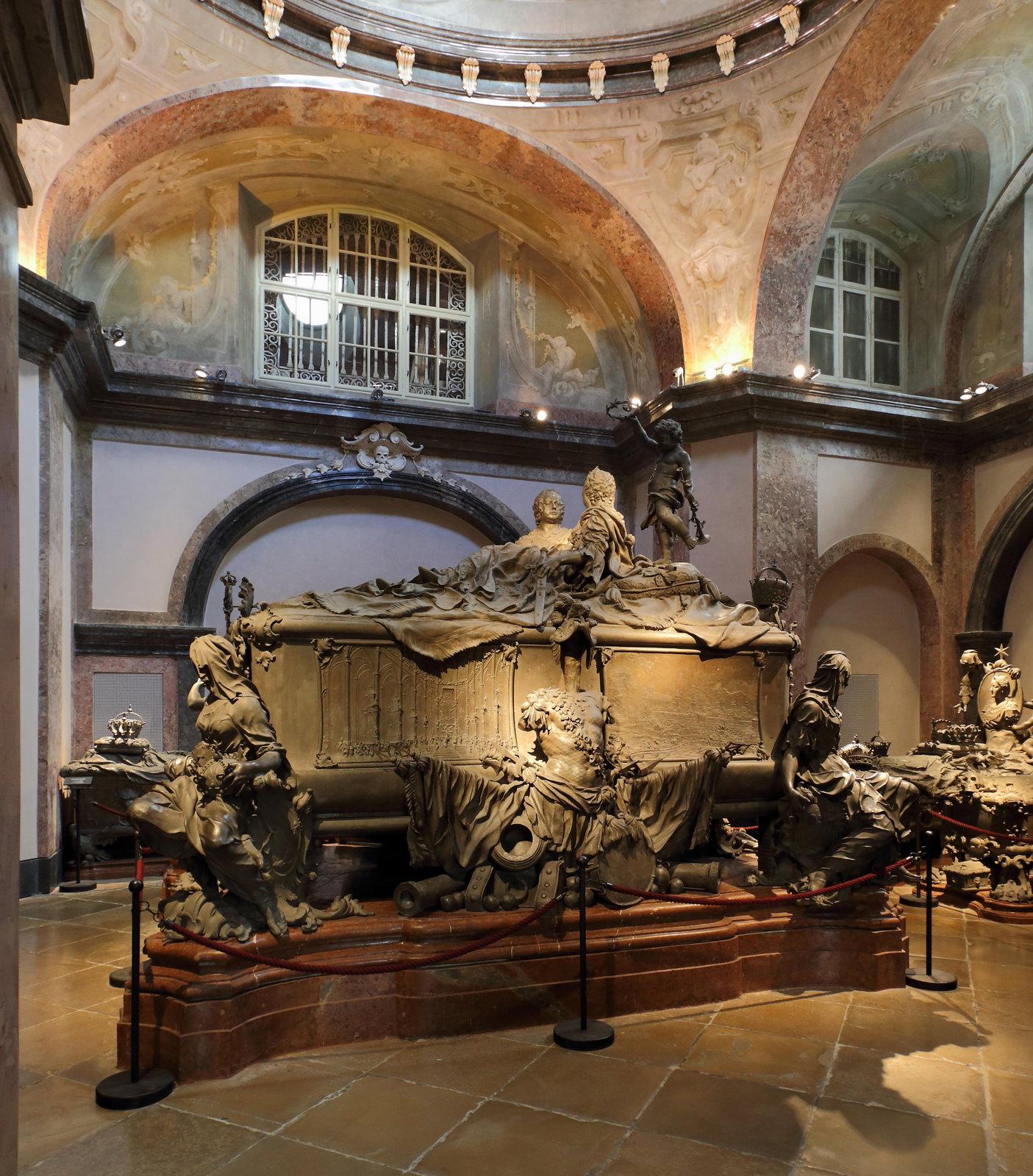 саркофаг Марии Терезии и Франца Стефана в Императорской гробнице