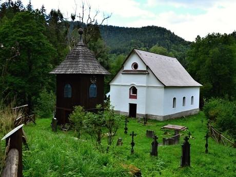 Králova Lehota - část Černý Váh (zvonice a hřbitov)