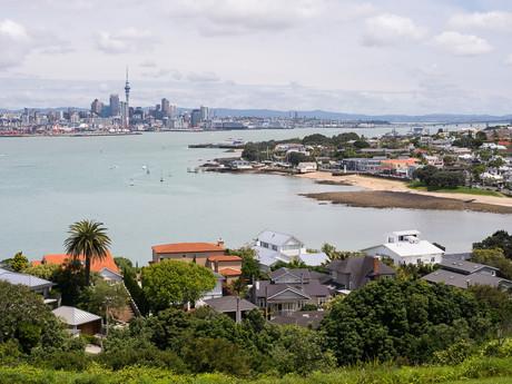 Devonport s centrem Aucklandu v pozadí
