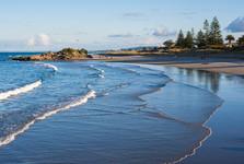 пляж возле  Mount Maunganui