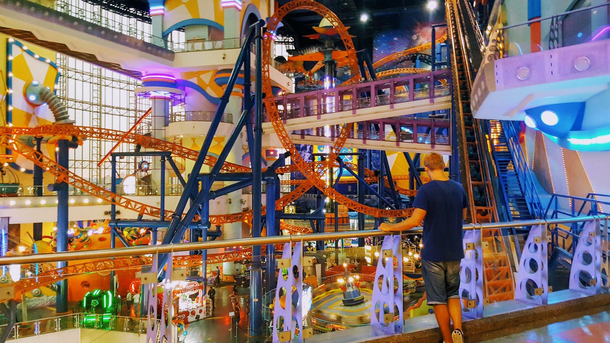 торговый центр Berjaya Times Square – развлекательный парк