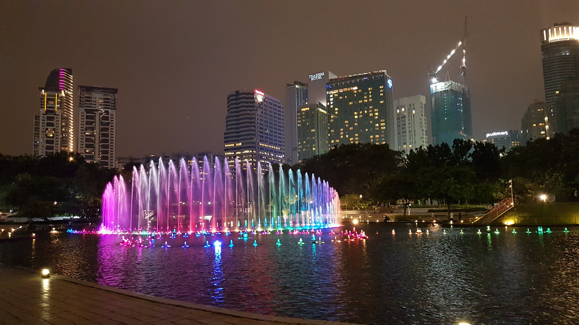fontána před Petronas Towers
