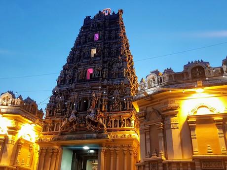храм Sri Maha Mariamman