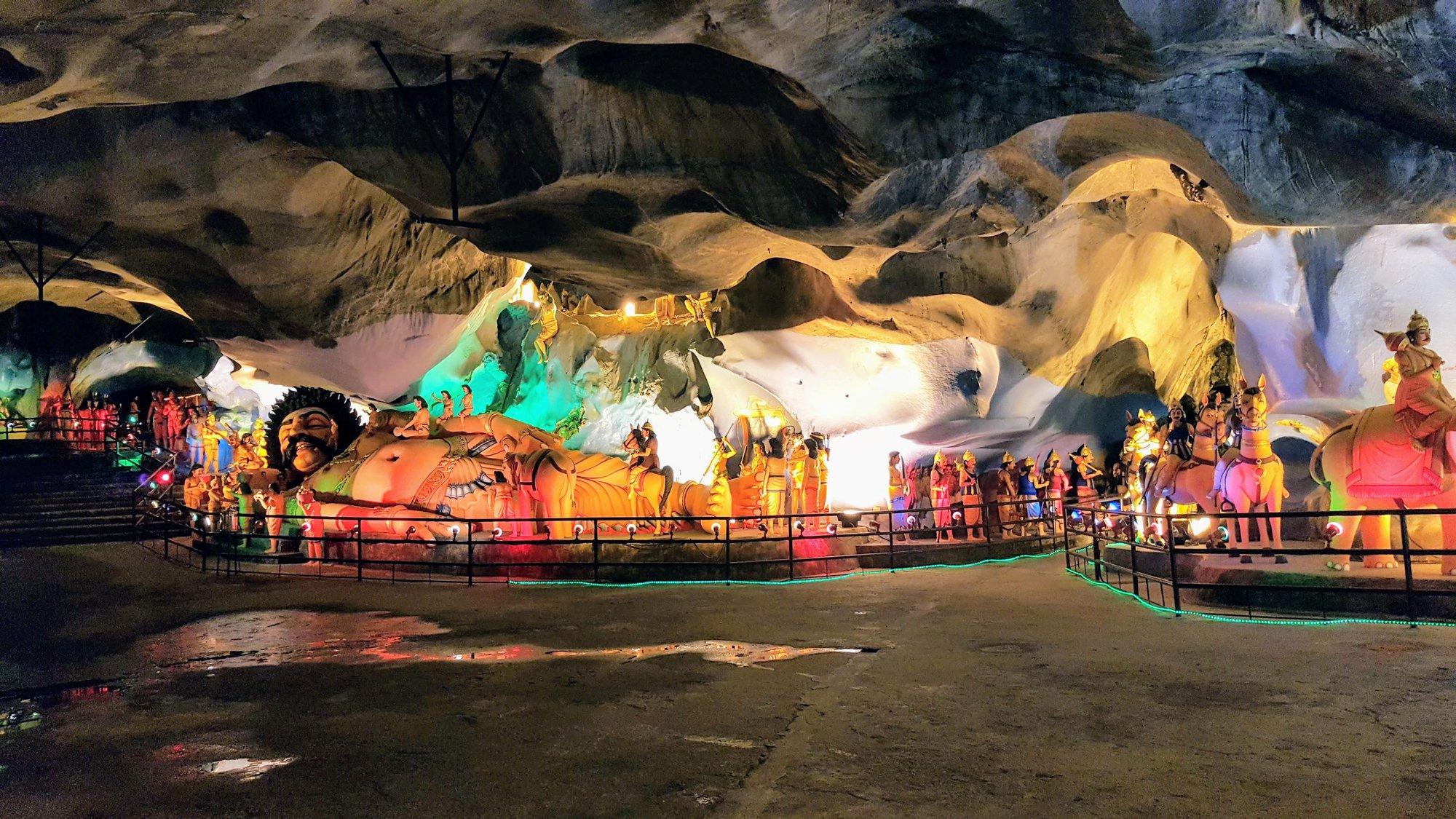 другие пещеры сразу возле пещер Бату (Batu Caves) (Batu Caves)