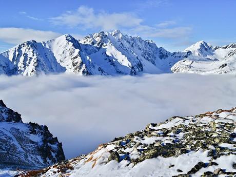 Mengusovská dolina zahalená do nízké oblačnosti