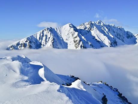 Pohľad z vrchu Ostrva na Hrebeň Bášt