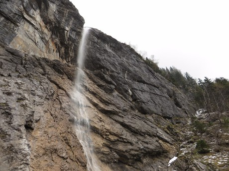 водопад на дороге Wasserfallweg