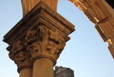 cloister – column capital
