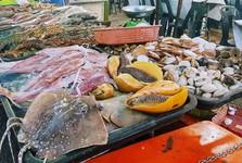 рыбные блюда на рынке