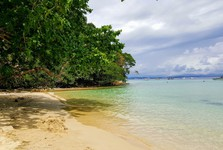 Tunku Abdul Rahman National Park – a beach on Gaya island