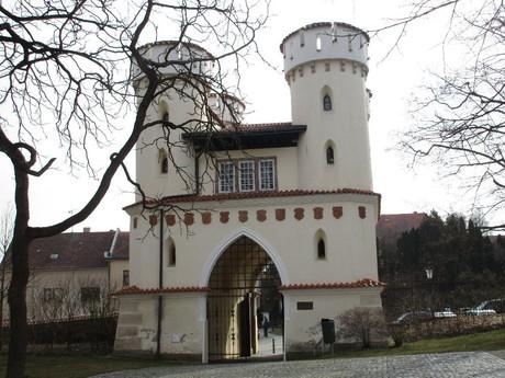 Domasinska gate