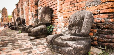 bezhlavé sochy Buddhy