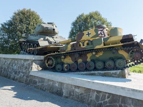 combat vehicles, (c) VHU Bratislava