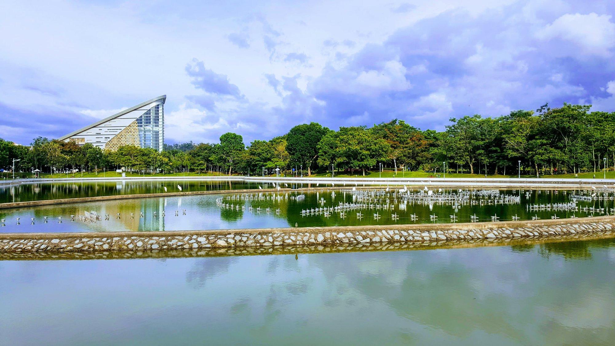 Perdana Park – место отдыха с фонтаном, который сейчас не работает