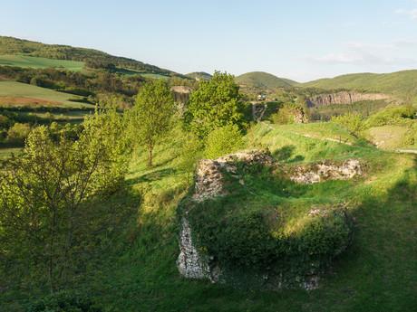 zvyšky hradiska Tetín