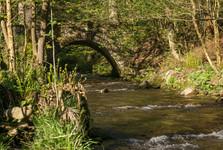 kamenný mostík cez Říčku