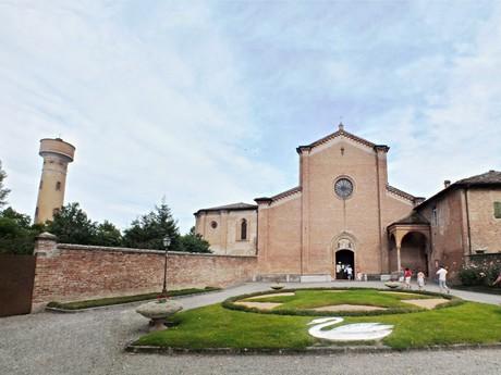 водонапорная башня и костел Santa Maria degli Angeli (Буссето)