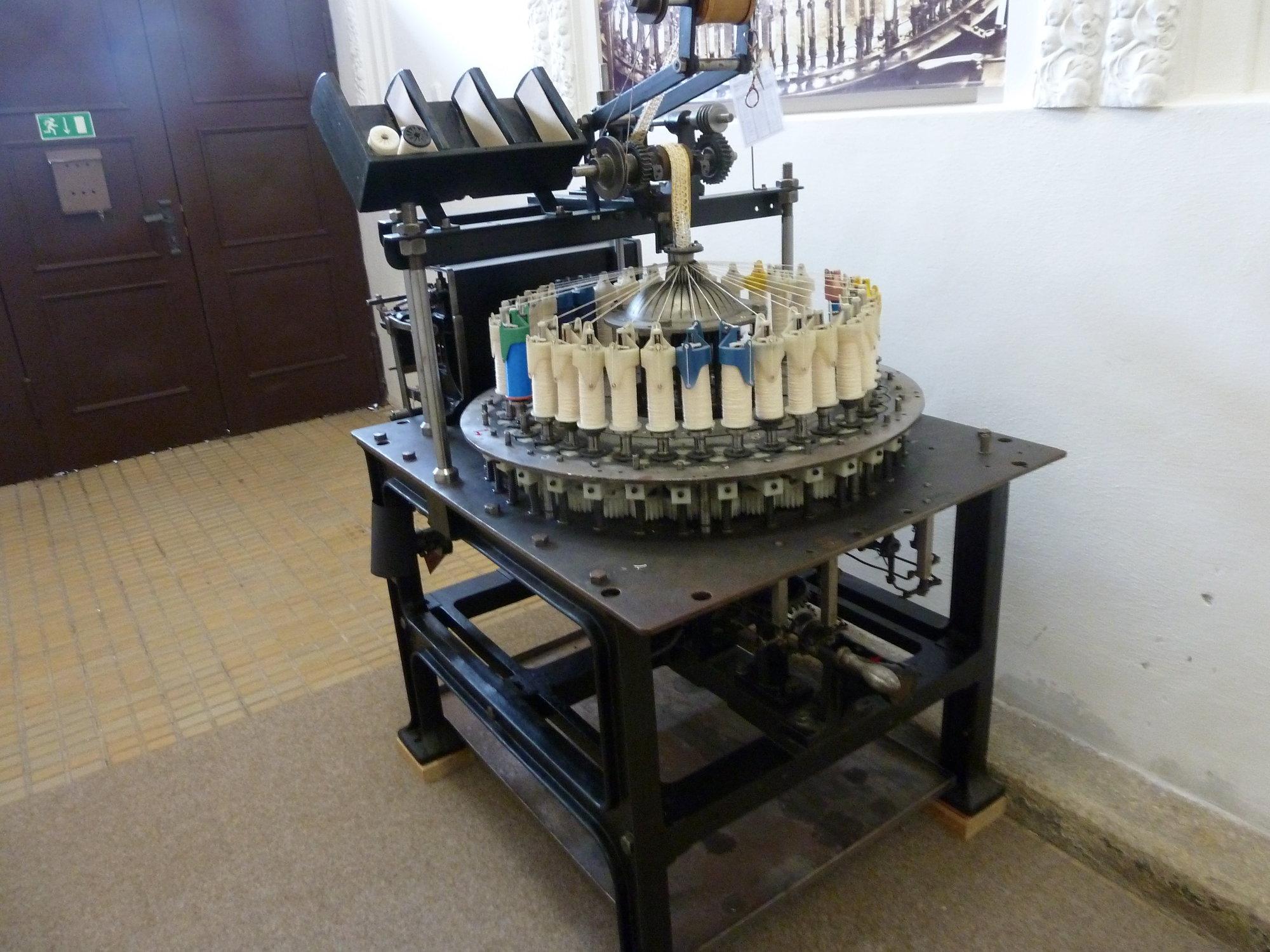 muzeum – paličkovací stroj