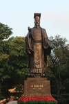 statue of Ly Thai To emperor