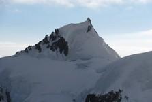 úsek cesty přes tři vrcholky