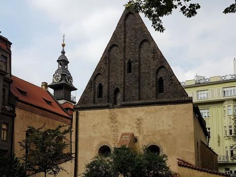 Staronová synagoga, Vysoká synagoga a radniční věžička