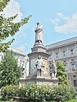 socha Leonarda da Vinci (Milán)