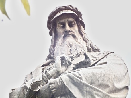 socha Leonarda da Vinci (Miláno)