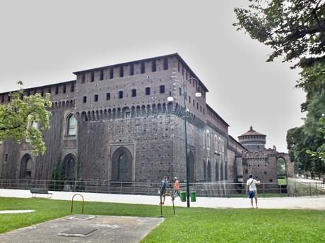 крепостные стены Castello Sforzesco (Милан)