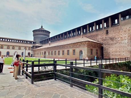 nádvoří Castello Sforzesco (Milán)