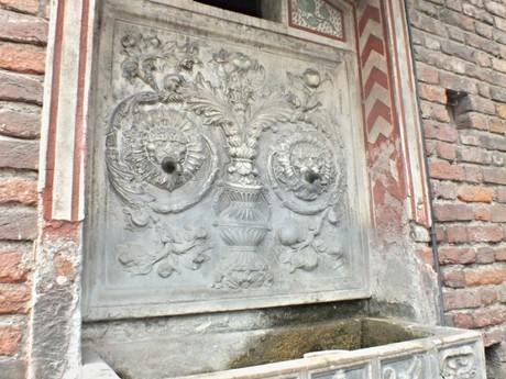 detail fontány na pití – Castello Sforzesco (Milán)