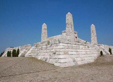Brezová pod Bradlom – M. R. Stefanik's burrial mound