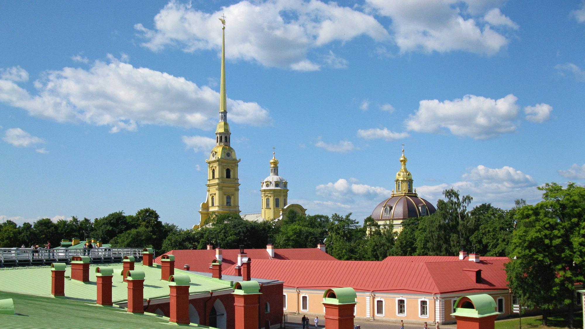 Petropavlovská pevnost a věže chrámu sv. Petra a Pavla