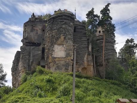 skalný podstavec hradu Sloup