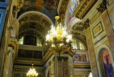 bohato zdobený interiér chrámu sv. Izáka