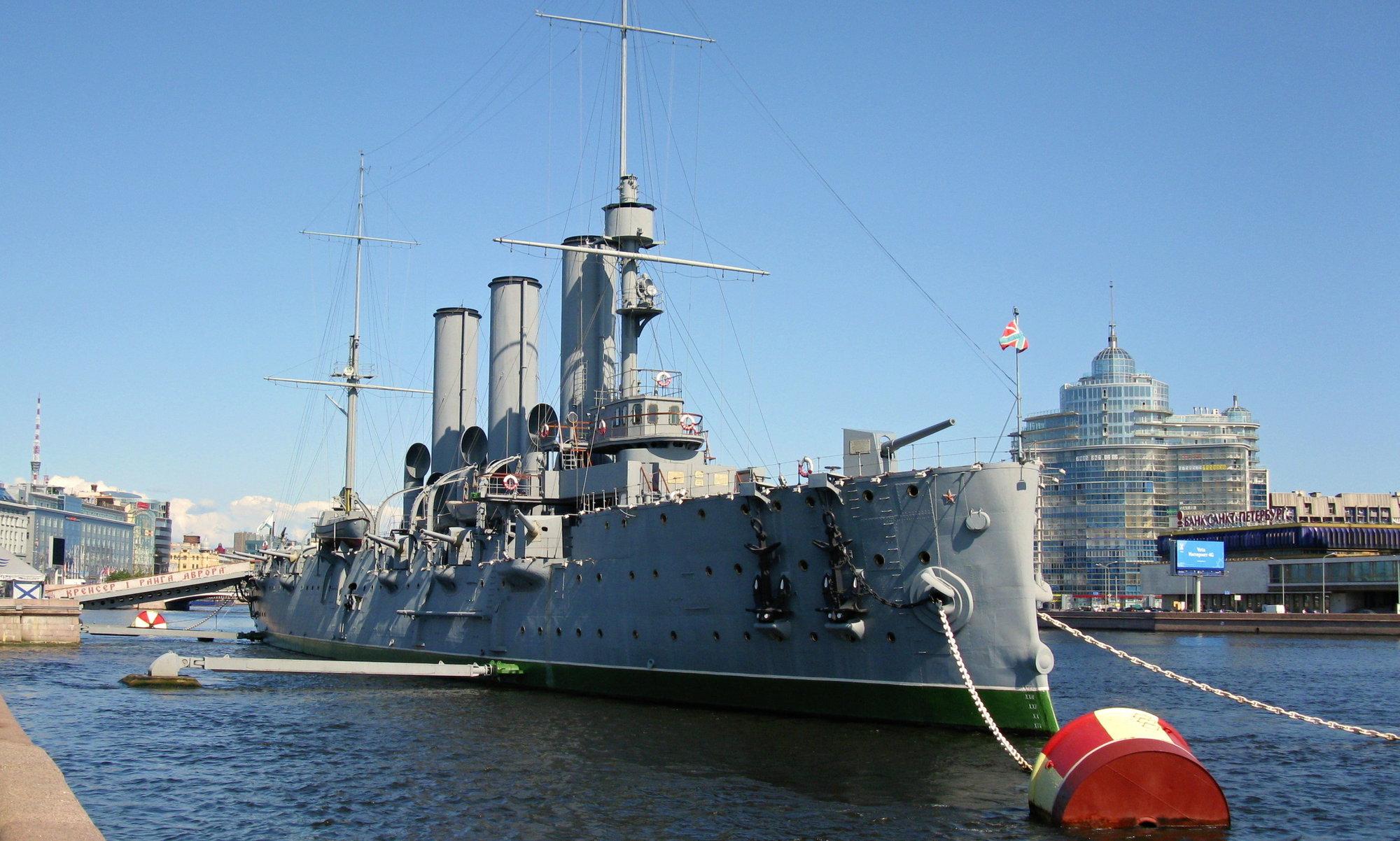 символ Санкт-Петербурга - крейсер Аврора