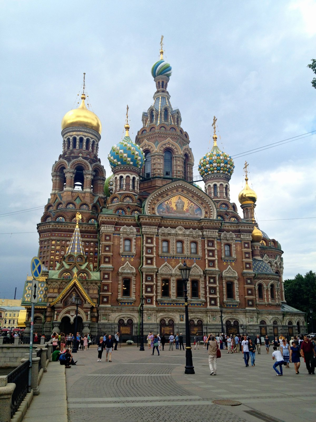 farebný chrám Kristovho vzkriesenia patrí neodmysliteľne k Petrohradu