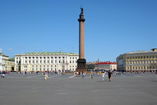 Alexander's column, the main sight on Palace square