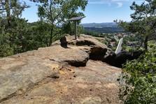 jedna ze troch skalných vyhliadok na obec Svojkov