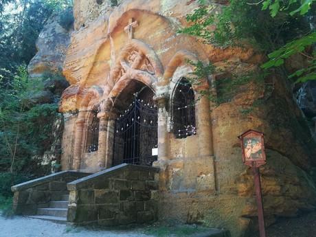 skalná kaplnka Panny Márie Lurdskej